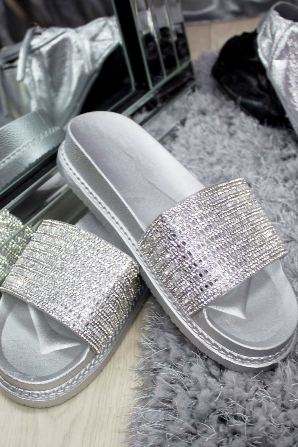 womens sliders sliver