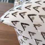 Ceramic Caille (Quail) - White and Grey, Pecking