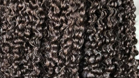How To Detangle Kinky-Curly Hair Extensions Image