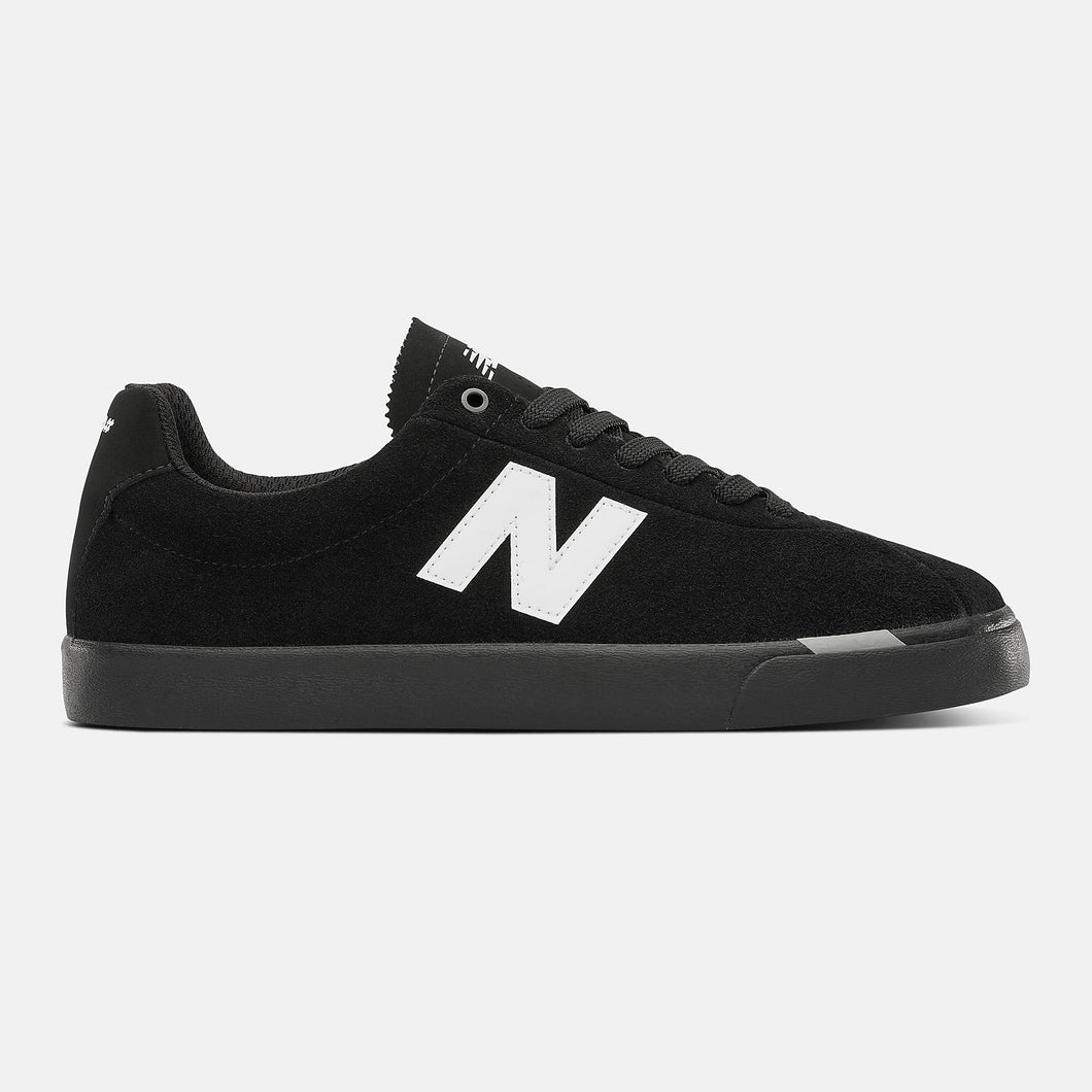 New Balance 22 Shoe Black/White