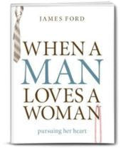 When a Man Loves a Woman: Pursuing Her Heart [Paperback]