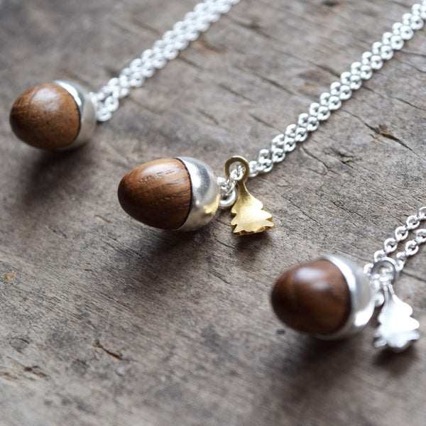 Inspired by nature, this beautiful acorn and oak leaf pendant has been designed and handcrafted in a studio in Lewes by Phoebe Jewellery. It's made from Sterling silver, 18ct gold vermeil and hand-turned oak and has a pretty oak leaf shaped catch.