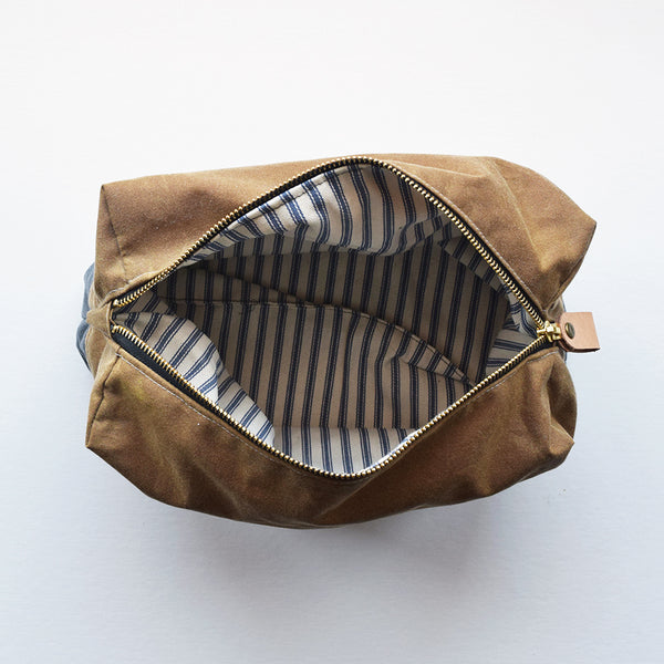 Designed and handcrafted in a seaside studio in Aberdeen, this classic and practical waxed cotton Dopp Kit Travel Bag, is perfect for storing your travel essentials and grooming products securely when out on your everyday adventures and travels.