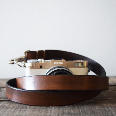 Handcrafted retro style leather camera strap in antique brown made from vegetable tanned leather in the UK.