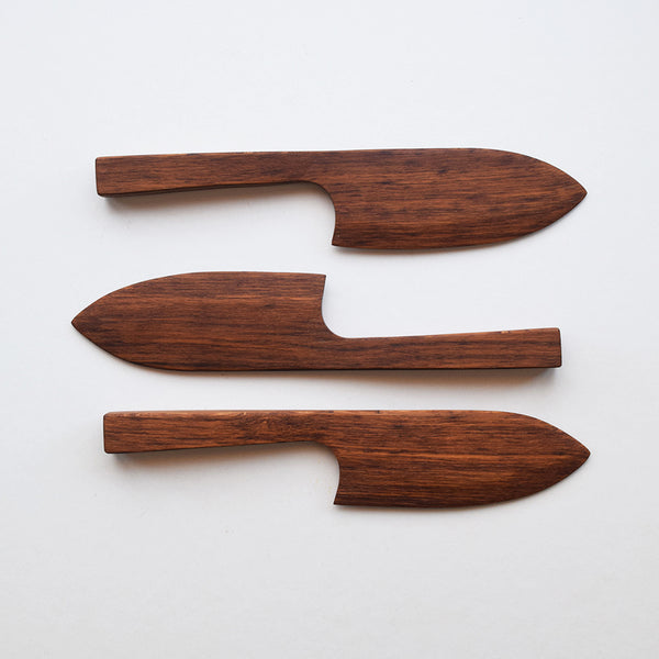 Handcrafted in small batches, these beautiful wooden cake knives by Selwyn House not only cut neatly without tearing but are wide enough to be used for serving. They make a lovely wedding gift or just as a special present to yourself.