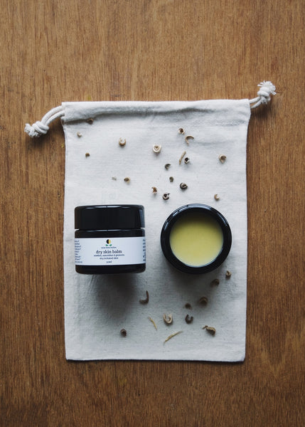 This organic dry skin balm by miss bees balms is hand blended in small batches and delicately scented with a warm, herbaceous and woody blend of pure essential oils.