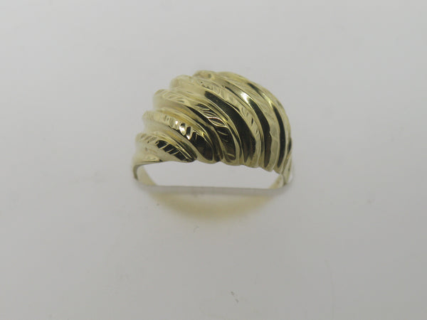 14K Yellow Gold Ridges and Diamond Cut Design Dome Ring Size 4.75 (Estate Sale)