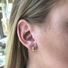 Huggie hoops Plain - 18K yellow gold