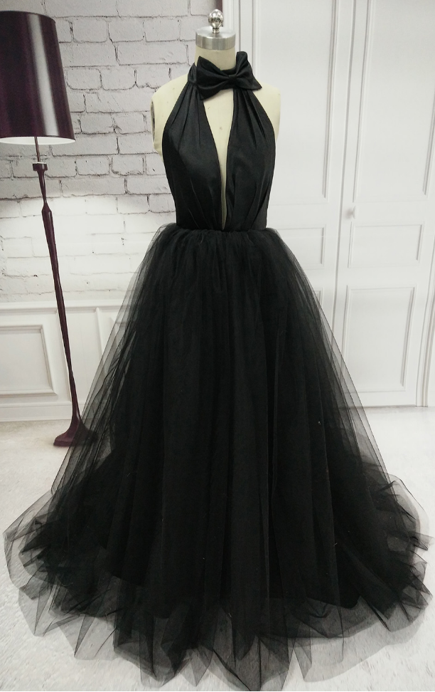 Open back A-line Floor Length Black Tulle Prom Dress