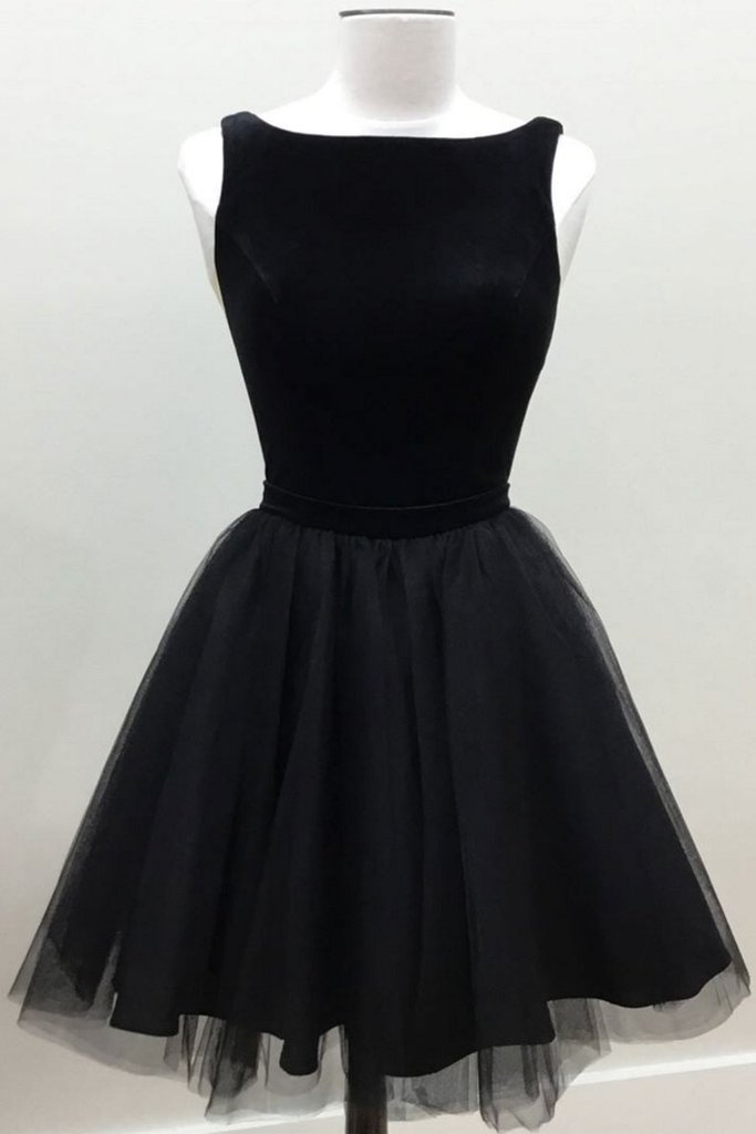 Scoop Neck Black Short Tulle Homecoming Dress
