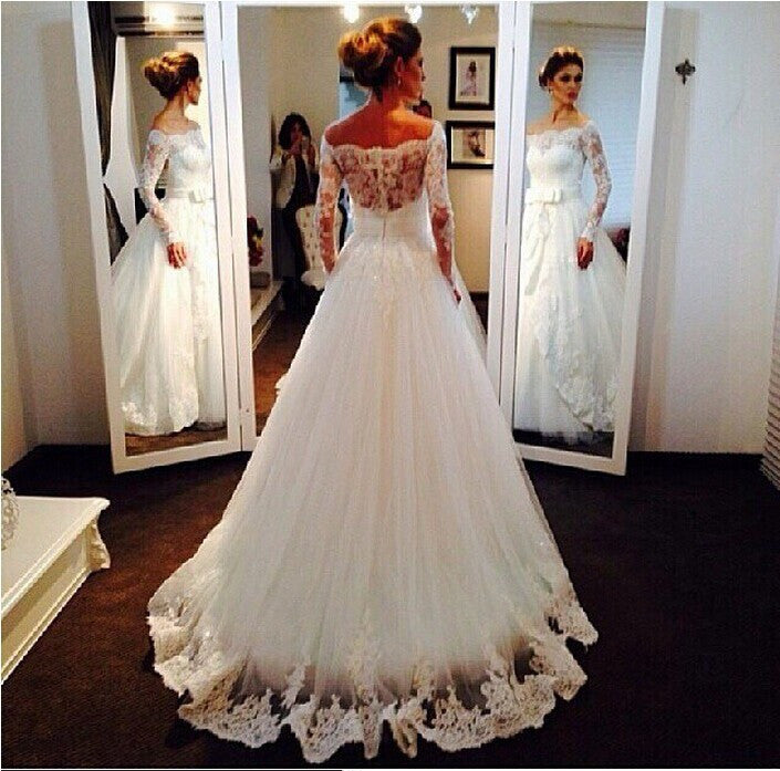 Long Sleeves A-line White Tulle Wedding Dress with Lace Appliques