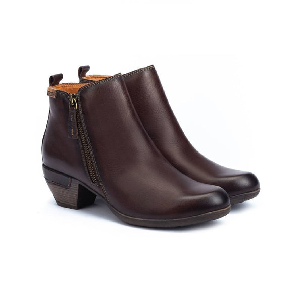 Olmo brown leather ankle boot with zipper on the side.