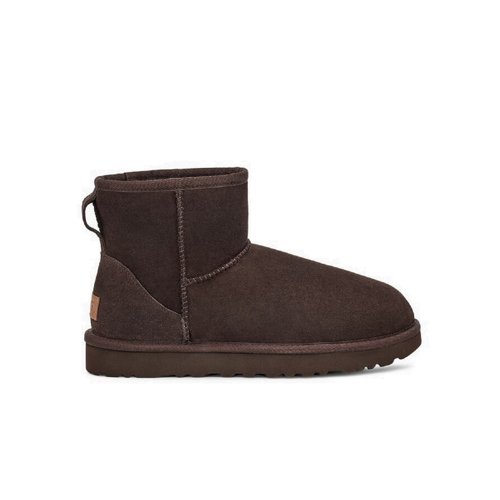 Mini classic ugg boot in chocolate.