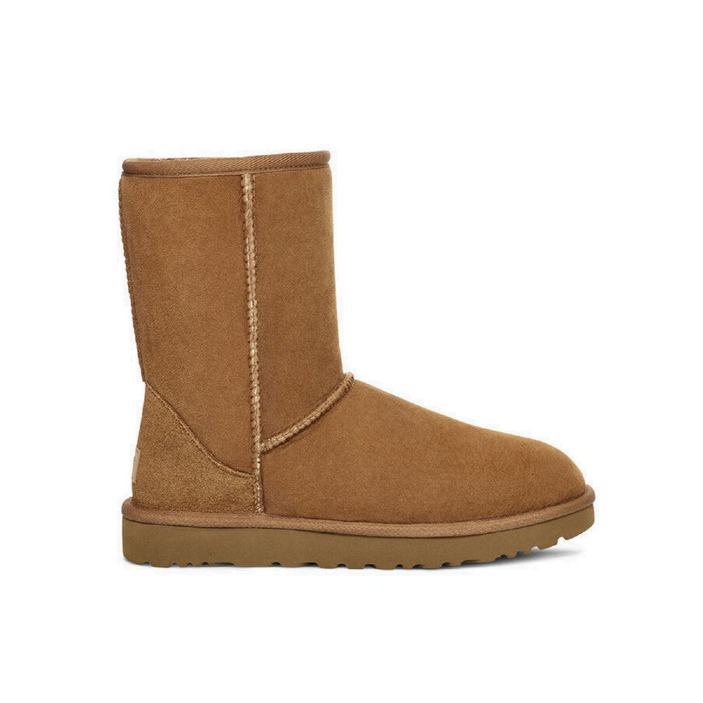 Classic Ugg boot in chestnut.