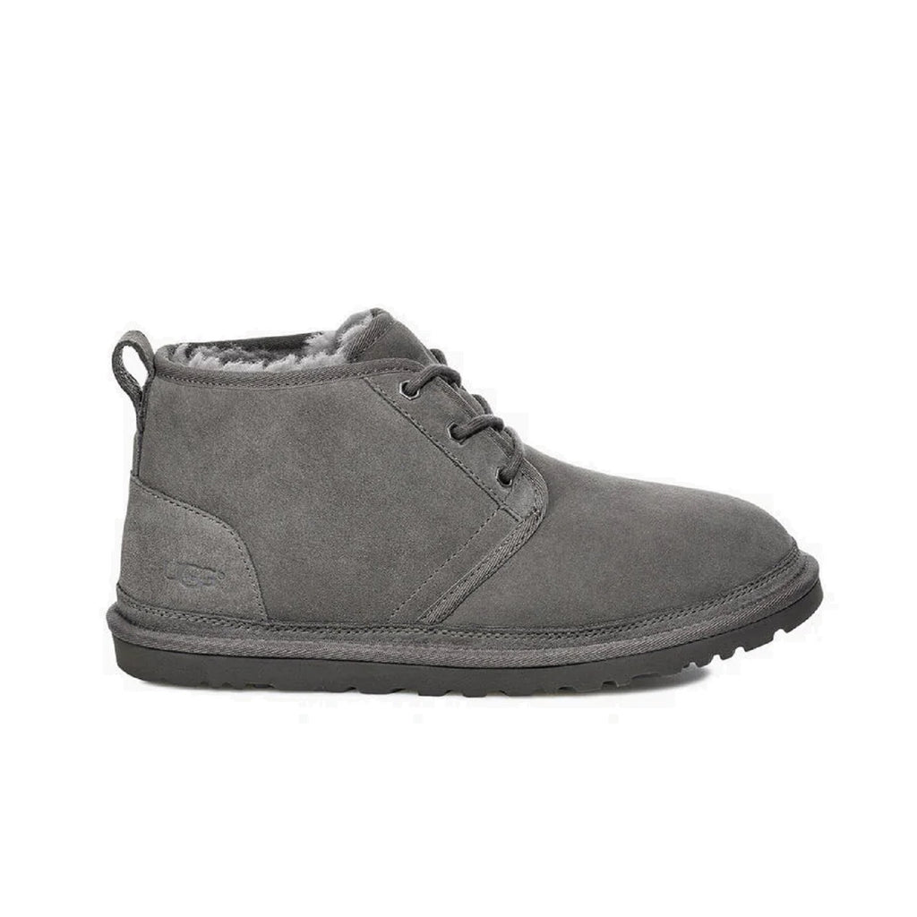 Men's neumel boot with sheepskin lining in charcoal.