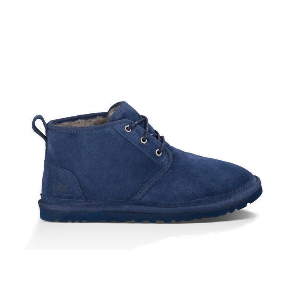 Men's neumel boot with sheepskin lining in navy.