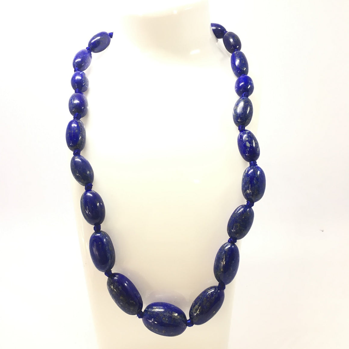 476.0 Carat, 21 Oval Beads Lapis Lazuli Necklace with Metal Lock