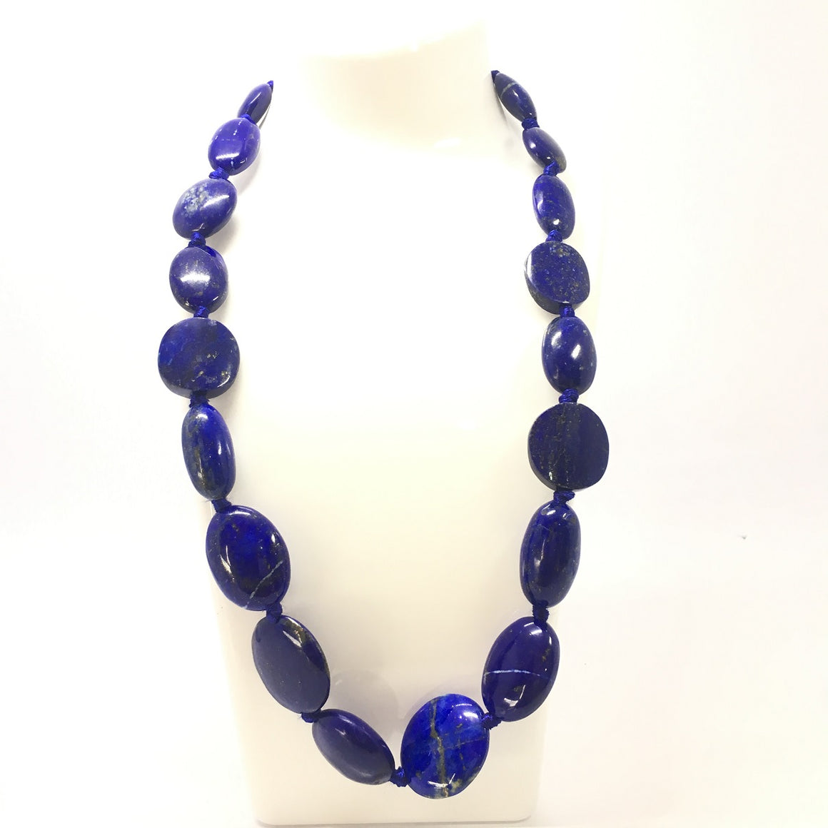497.0 Carat, 19 Oval Beads Lapis Lazuli Necklace with Metal Lock