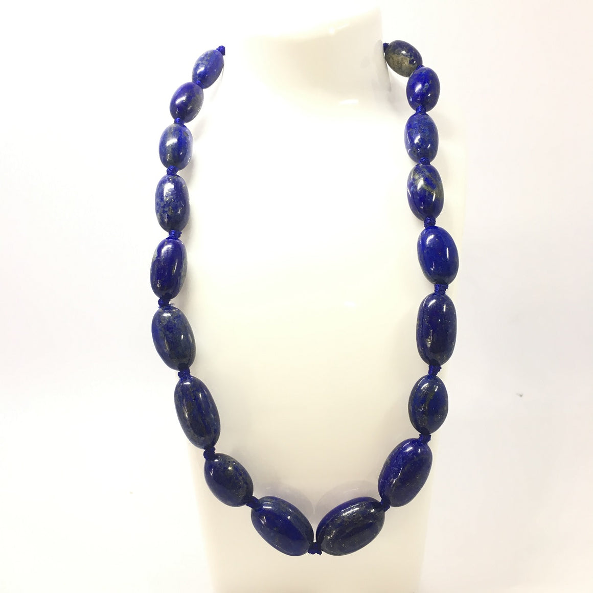 547.0 Carat, 19 Oval Beads Lapis Lazuli Necklace with Metal Lock