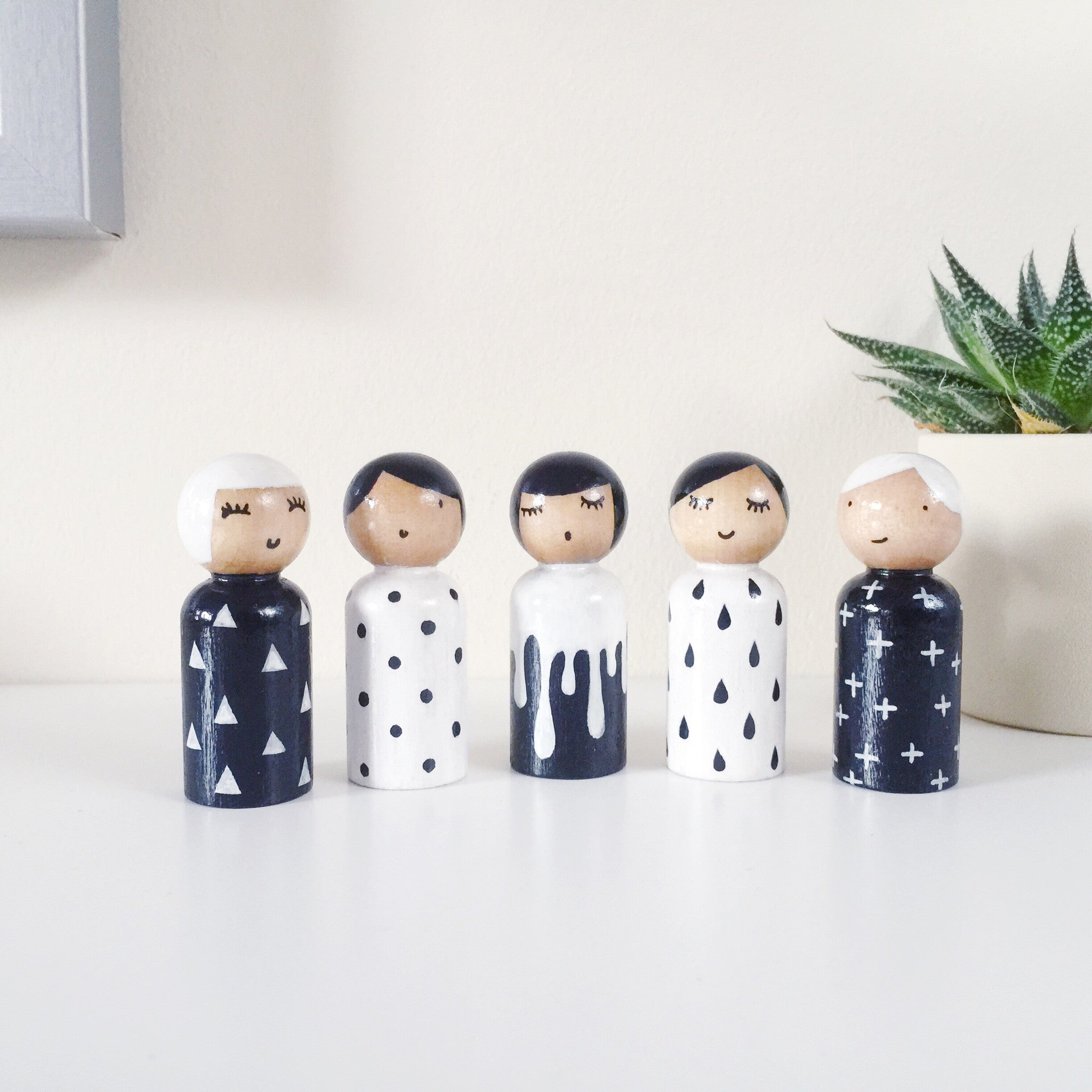 Monochrome peg dolls set.