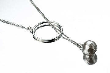 Silver chain necklace with a Barouqe Pearl