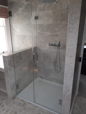 Shower glass for pony walls