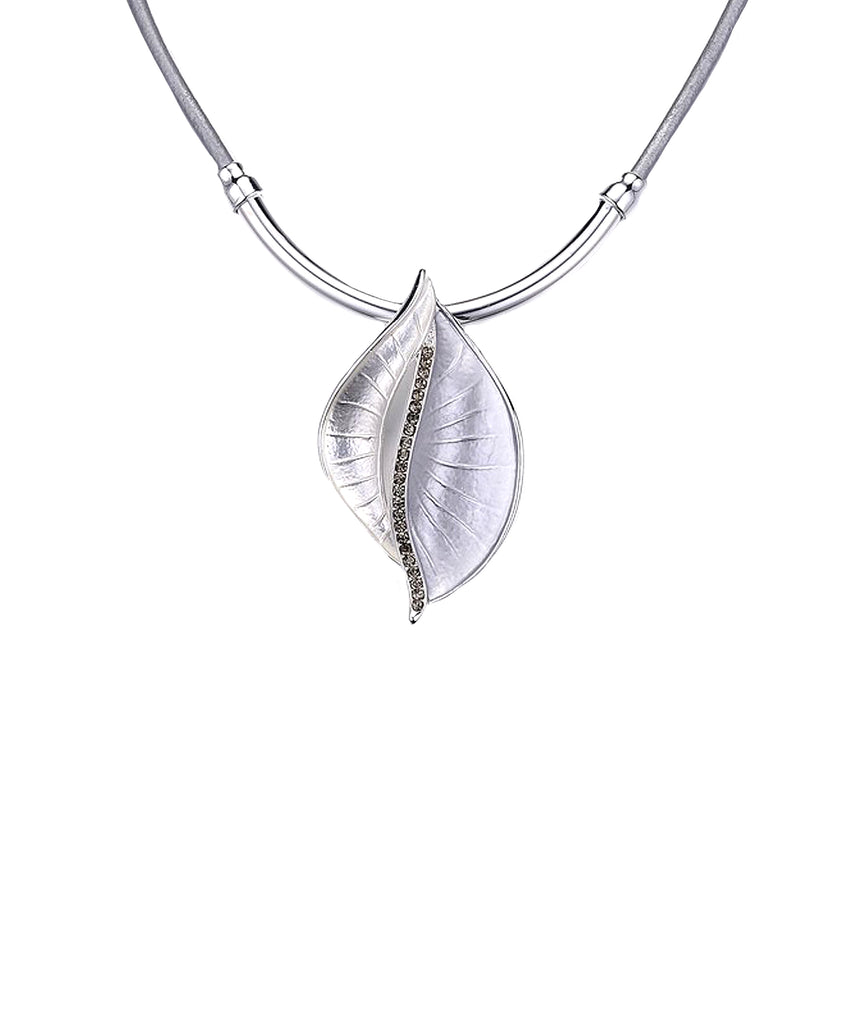 Collar Necklace w/ Leaf Pendant