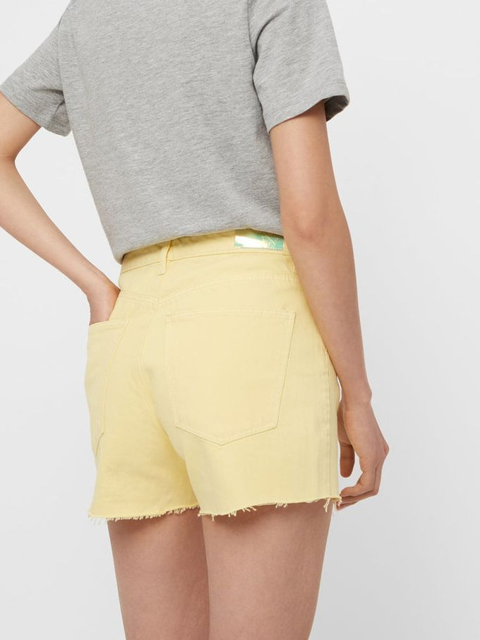 SHORT À FINITION BRUTE JAUNE