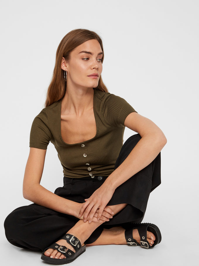 CROPPED RIBBED T-SHIRT WITH DECORATIVE BUTTONS IVY GREEN