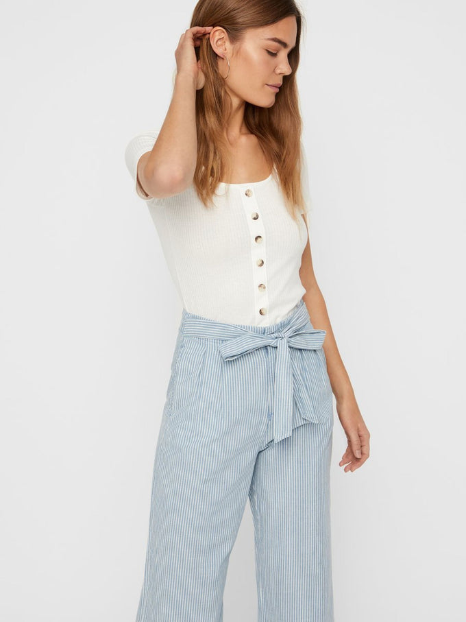 CROPPED RIBBED T-SHIRT WITH DECORATIVE BUTTONS SNOW WHITE
