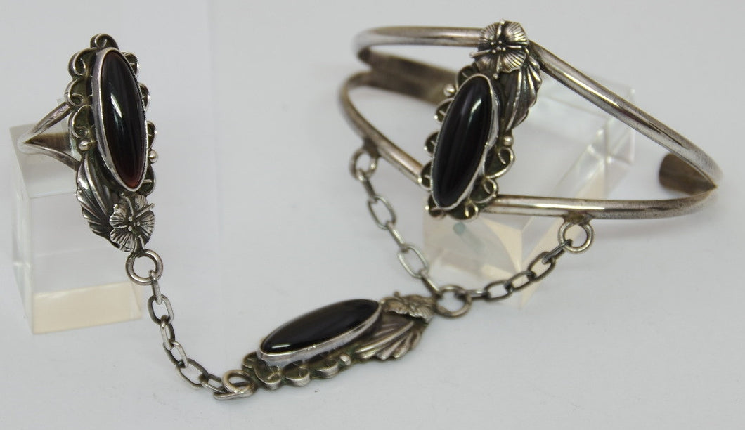 Slave bracelet, made by Navajo indians in USA. 925 sterling silver.