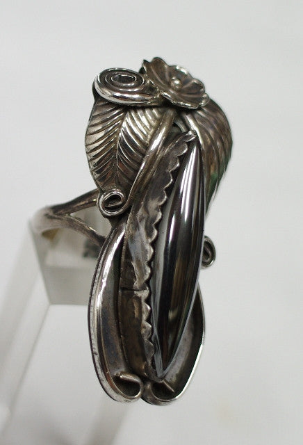 American Indian Ladies Ring, Navajo 925 Sterling Silver and Hematite