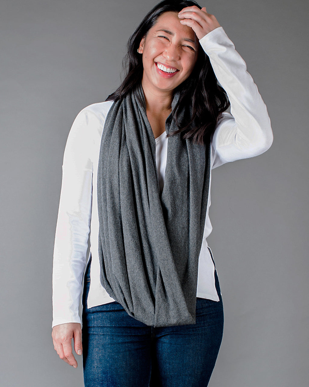 Circle Scarf / Charcoal