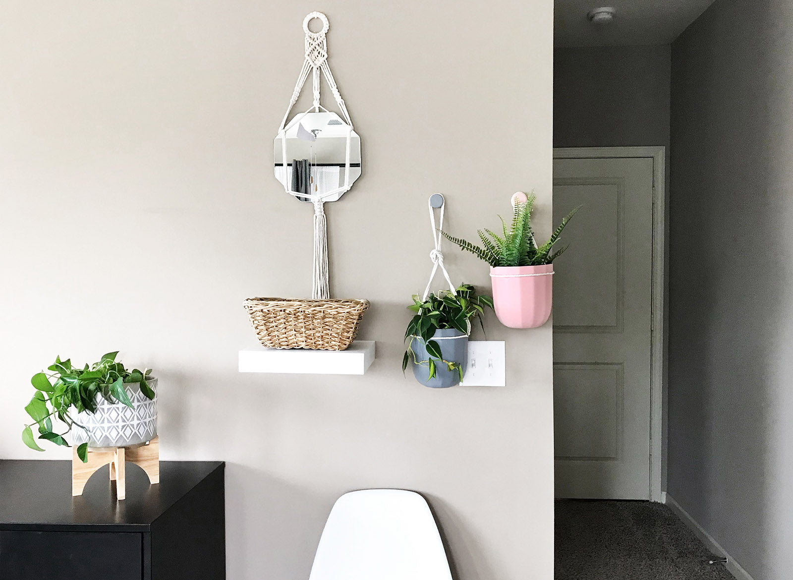 How to Quickly Transform an Awkward Wall with Plants