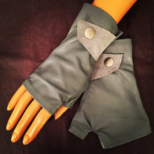 Grey short Gloves