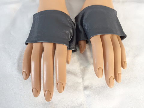 Grey mini Gloves