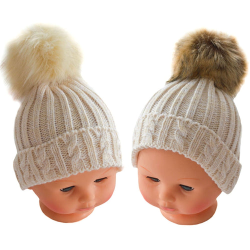 Beige bobble hat with fur pom-pom