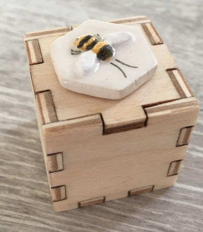 Jim Light Woodcrafts - Small bee box