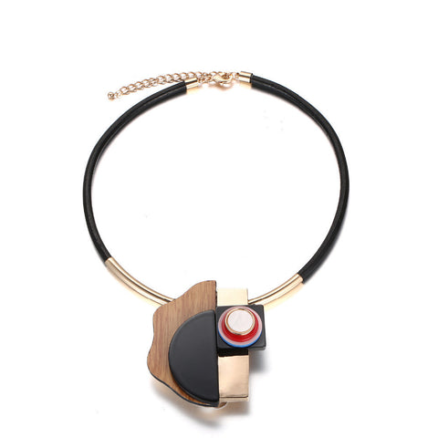 Trendy Necklace: Wooden Geomeyric Details