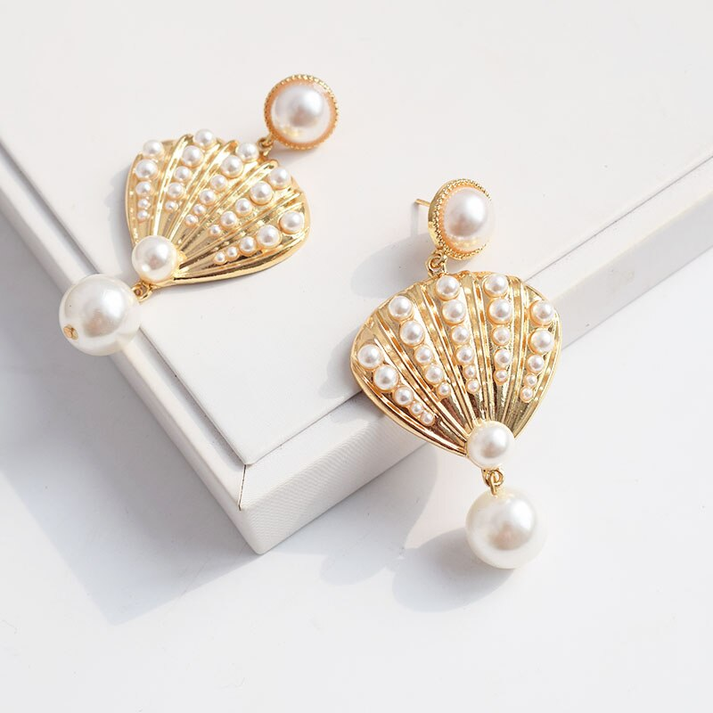 60s Retro White and Gold Shell Earrings - Ma Penderie Vintage