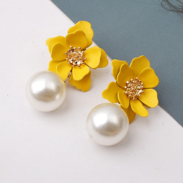 40s Retro Flower And Yellow Pearl Earrings - Ma Penderie Vintage