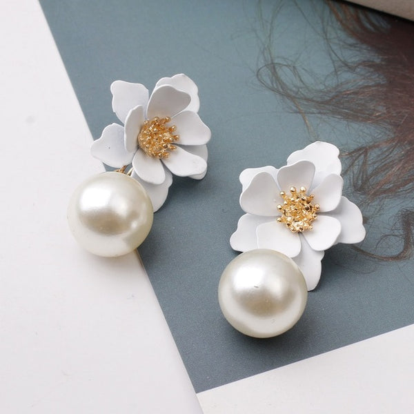 40s Retro Flower And White Pearl Earrings - Ma Penderie Vintage