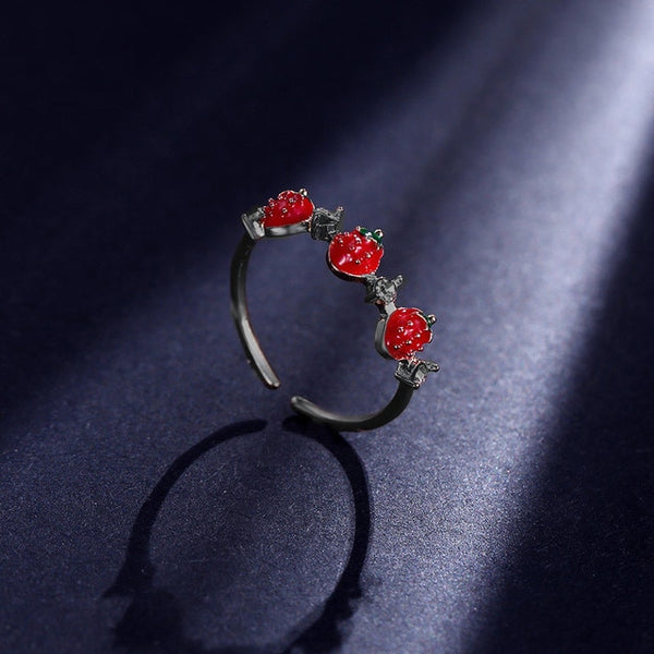 60s Retro Strawberry Rhinestone Ring - Ma Penderie Vintage