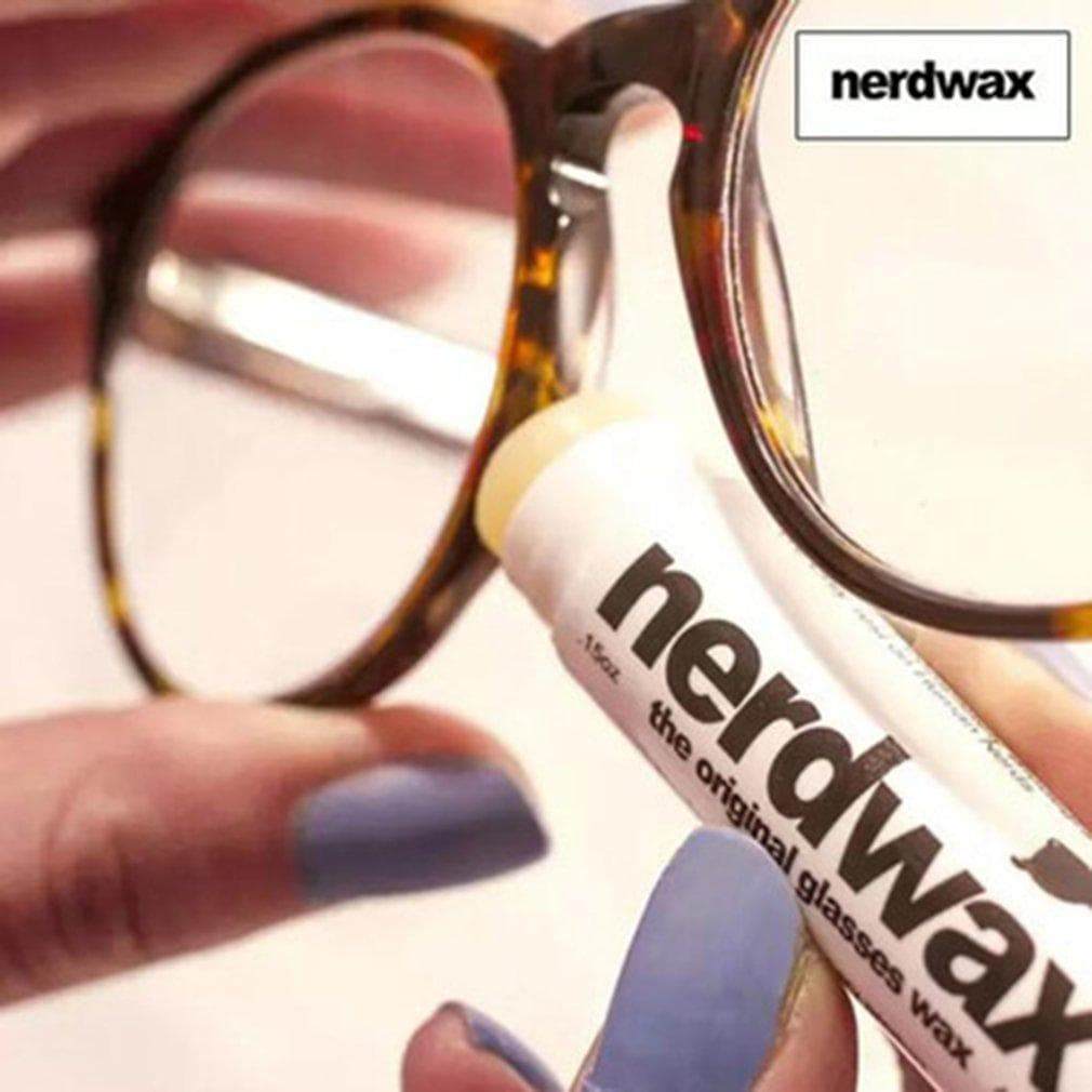 Applying Nerdwax Glasses Wax on your glass bezel-Dashlux