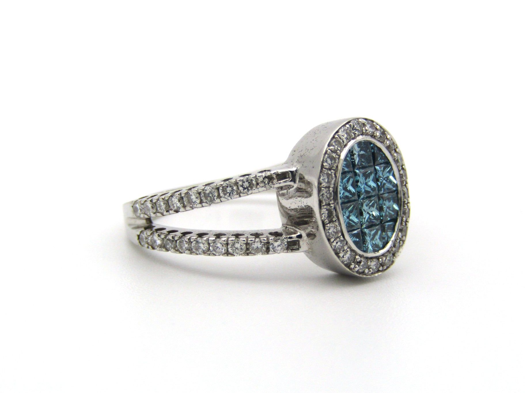 18K gold blue and colourless diamond ring.