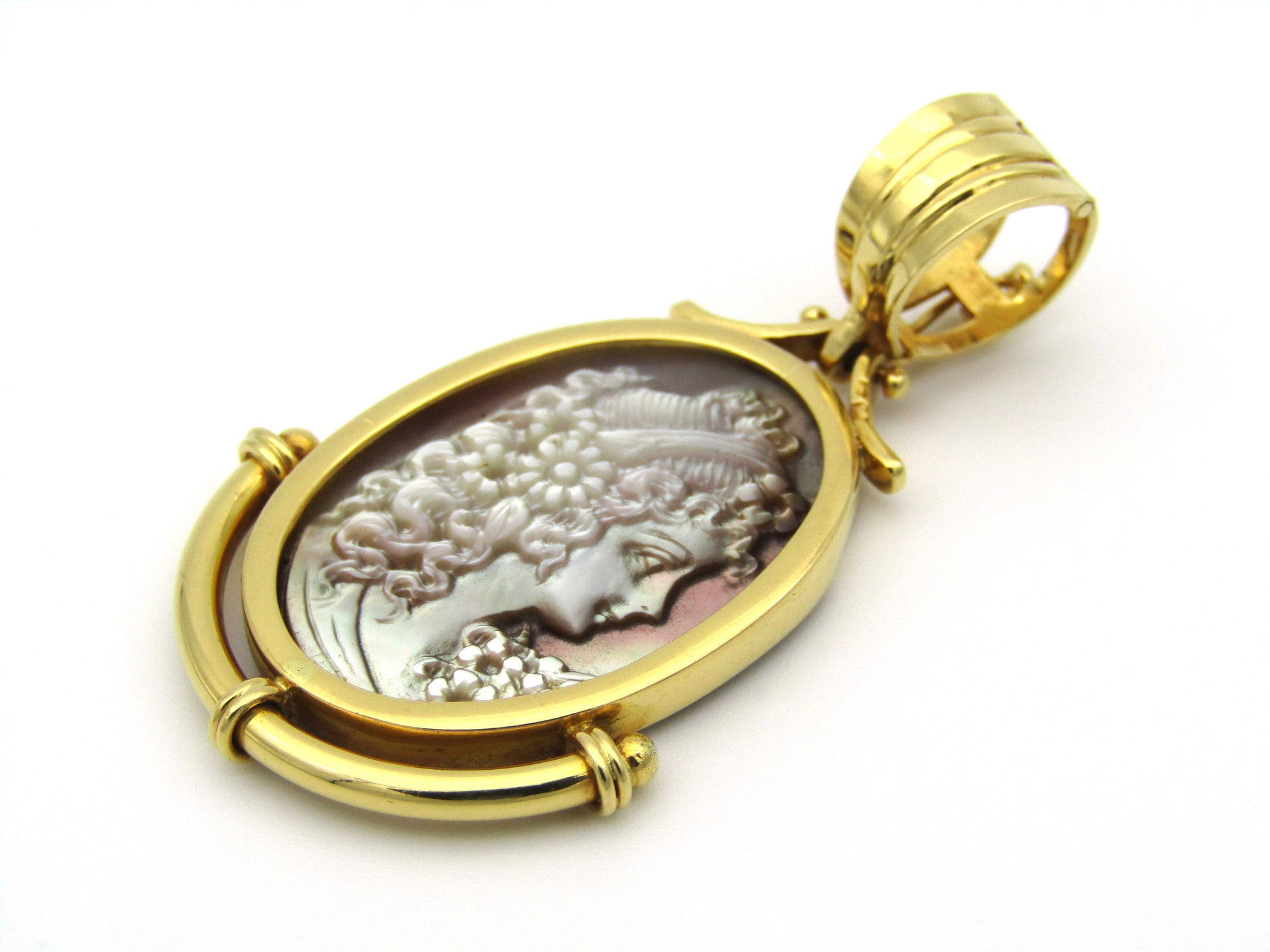 19,2K gold Portuguese mother-of-pearl cameo pendant.