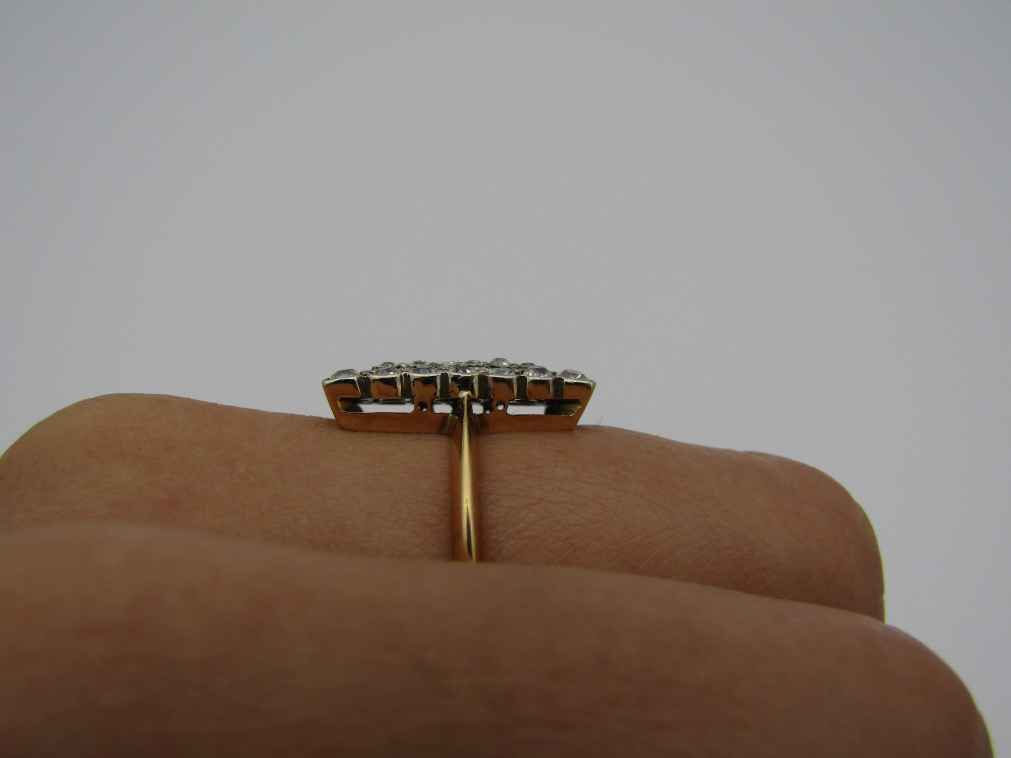 18kt yellow gold Art Deco diamond ring.