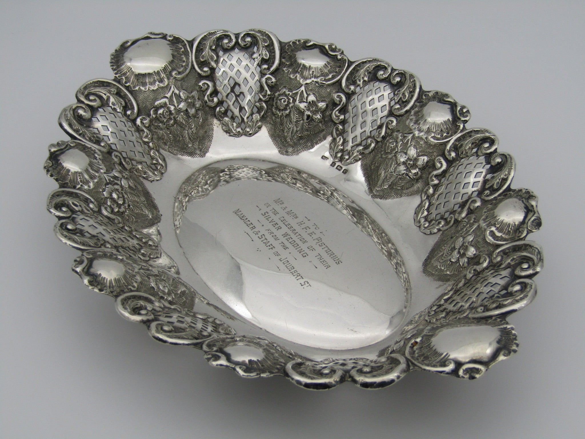 A sterling silver pierced bowl by William Davenport. Birmingham, 1902.