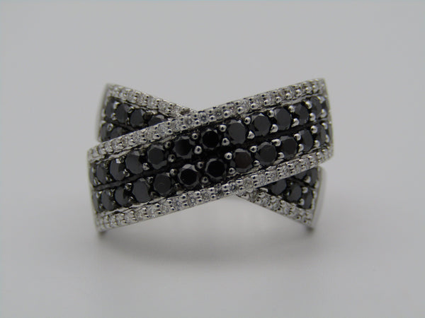 18kt gold black and colourless diamonds ring.