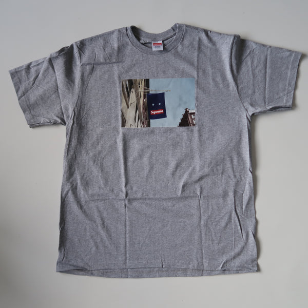 Supreme Banner Tee Grey (Large / NEW)